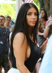 Celebrities Wonder 25945624_kim-kardashian-dress_8.jpg
