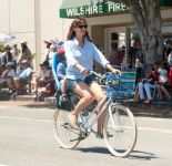 Celebrities Wonder 30503732_jennifer-garner-4th-of-July-Parade_4.jpg