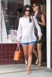 Celebrities Wonder 33196226_pregnant-rachel-bilson-shopping_1.jpg