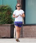 Celebrities Wonder 33882275_natalie-portman-pilates_4.jpg