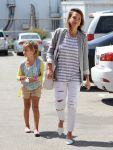 Celebrities Wonder 34270509_jessica-alba-daughter_2.jpg