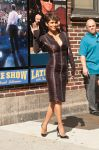 Celebrities Wonder 36874590_halle-berry-Late-Show-with-David-Letterman_4.jpg