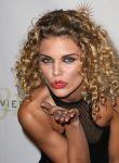 Celebrities Wonder 38406159_AnnaLynne-McCord-BenchWarmer_5.jpg