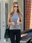 Celebrities Wonder 38739259_rosie-huntington-whiteley-gym_4.jpg
