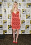 Celebrities Wonder 40541943_elle-fanning-comic-con_1.jpg