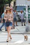 Celebrities Wonder 42700412_leighton-meester-dog-walking_4.JPG