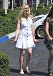 Celebrities Wonder 44760512_elle-fanning-nail-salon_1.jpg
