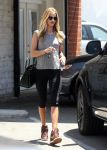 Celebrities Wonder 49065753_rosie-huntington-whiteley-gym_3.jpg