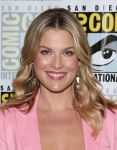 Celebrities Wonder 49813759_Legends-2014-Comic-Con-ali-larter_5.jpg