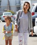 Celebrities Wonder 50627107_jessica-alba-daughter_4.jpg