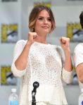 Celebrities Wonder 50845220_comic-con-teen-wolf-panel_Shelley Hennig 2.jpg