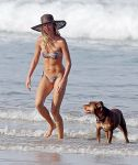 Celebrities Wonder 521151_gisele-bundchen-bikini_2.jpg