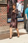 Celebrities Wonder 52161661_halle-berry-Late-Show-with-David-Letterman_2.jpg