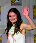 Celebrities Wonder 52950917_once-upon-a-time-panel-comic-con-2014_Emilie de Ravin 1.jpg