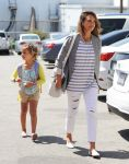 Celebrities Wonder 57835187_jessica-alba-daughter_1.jpg
