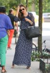 Celebrities Wonder 69086956_miranda-kerr-maxi-dress_3.jpg