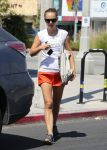 Celebrities Wonder 70985218_natalie-portman-pilates_1.jpg