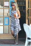 Celebrities Wonder 72299725_ashley-tisdale-in-Toluca-Lake_2.jpg