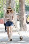 Celebrities Wonder 72315012_leighton-meester-dog-walking_1.JPG