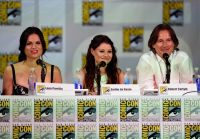 Celebrities Wonder 74474072_once-upon-a-time-panel-comic-con-2014_Emilie de Ravin 2.jpg