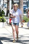 Celebrities Wonder 74873828_dakota-fanning-shorts_1.jpg