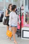 Celebrities Wonder 771379_pregnant-rachel-bilson-shopping_2.jpg
