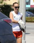 Celebrities Wonder 77601412_natalie-portman-pilates_5.jpg