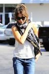 Celebrities Wonder 78108110_kate-beckinsale-brentwood_5.jpg