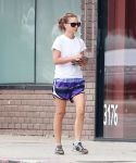 Celebrities Wonder 81867732_natalie-portman-pilates_3.jpg