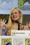 Celebrities Wonder 83184377_elle-fanning-comic-con_2.jpg