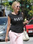 Celebrities Wonder 86221975_sharon-stone-pink-panths_5.jpg