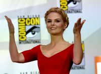 Celebrities Wonder 89127631_jennifer-morrison-once-upon-a-time-panel-comic-con-2014_3.jpg