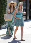 Celebrities Wonder 90671247_Paris-Nicky-Hilton-Malibu_4.jpg