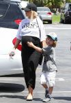Celebrities Wonder 97209509_pregnant-christina-aguilera_2.jpg
