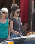 Celebrities Wonder 97900852_vanessa-hudgens-aroma-cafe_5.jpg