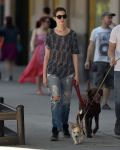 Celebrities Wonder 98673784_anne-hathaway-dog_2.jpg