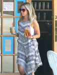 Celebrities Wonder 99089854_ashley-tisdale-in-Toluca-Lake_5.jpg