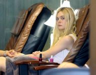 Celebrities Wonder 99359635_elle-fanning-nail-salon_5.jpg