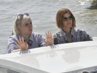 Celebrities Wonder 13797541_kate-mara-lena-dunham-venice_7.jpg