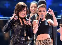 Celebrities Wonder 27512442_teen-choice-2014-demi-lovato_3.jpg