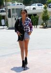 Celebrities Wonder 35355629_selena-gomez-short-shorts_2.jpg