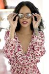 Celebrities Wonder 38144850_Rihanna-Sardinia_5.jpg
