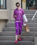 Celebrities Wonder 39645282_anne-hathaway-leggings_1.JPG