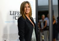 Celebrities Wonder 57185310_jennifer-aniston-life-of-crime-premiere_6.jpg