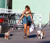 Celebrities Wonder 57650030_vanessa-hudgens-walking-dog_5.jpg