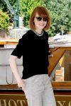 Celebrities Wonder 59795825_emma-stone-Excelsior-Hotel-Venice_3.jpg