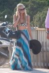 Celebrities Wonder 61756533_paris-hilton-bikini-top_1.jpg