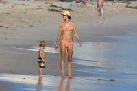 Celebrities Wonder 63147161_alessandra-ambrosio-bikini_3.jpg