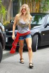 Celebrities Wonder 68399505_fergie-short-shorts_1.jpg