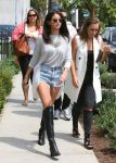 Celebrities Wonder 71490181_selena-gomez-short-shorts_2.jpg